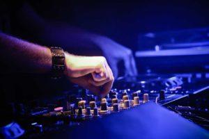 Gebuchter DJ hat abgesagt.